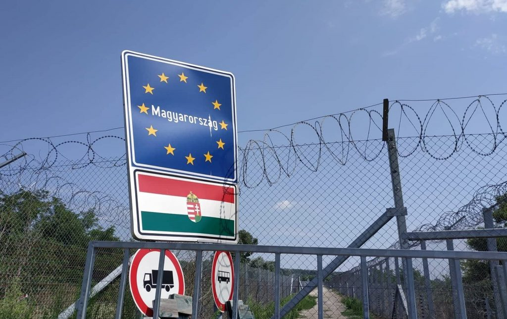 hungary_border_sign