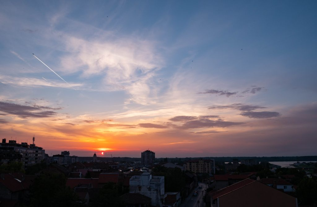 smederevo_sunset_roofs