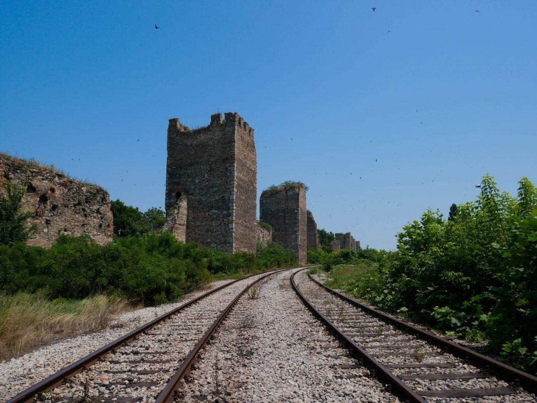 smederevo_train_fortress
