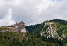 Chateau_de_joux_nuage