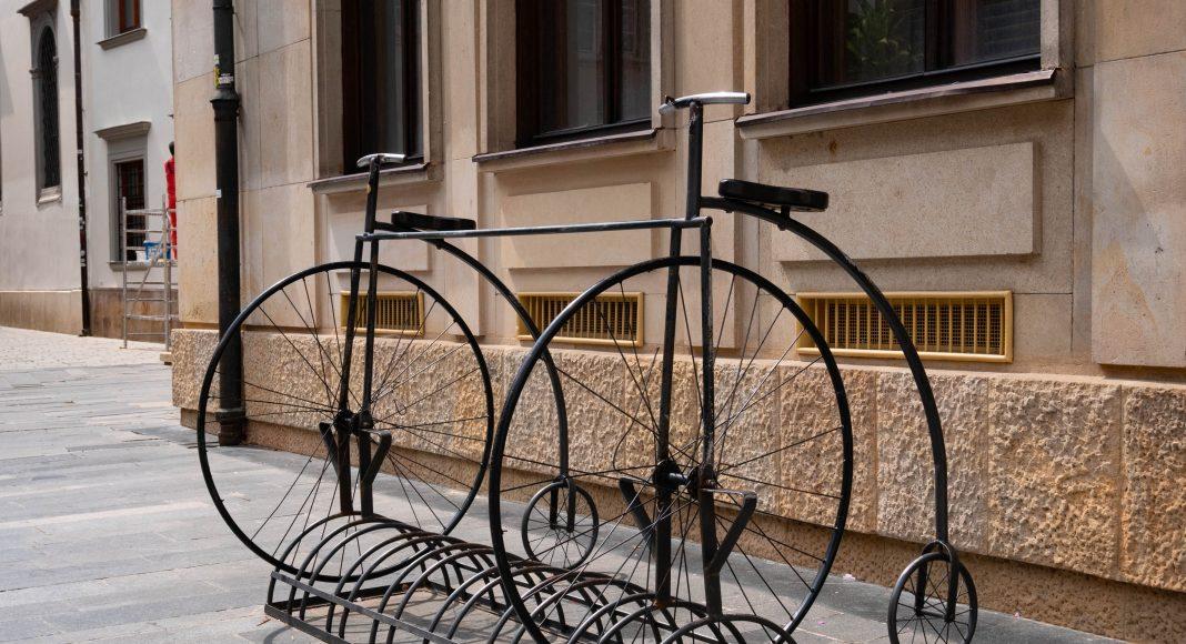 bratislava_street_bicycle