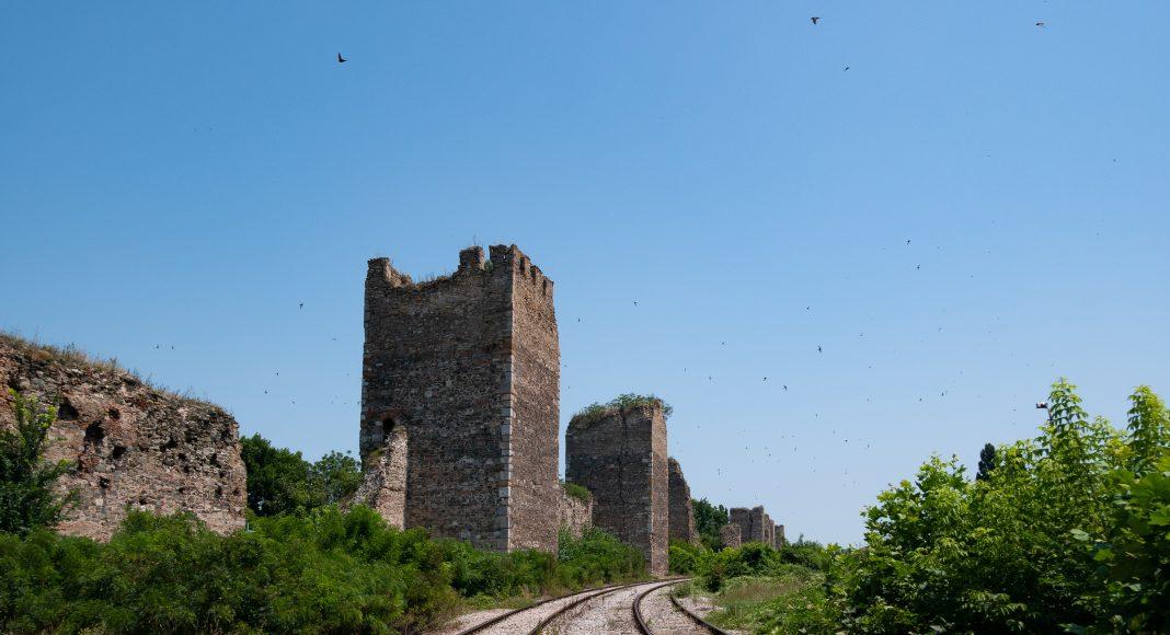 smederevo_fortress_train_rails
