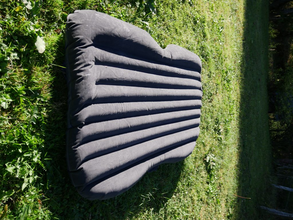matelas_gonflable_voiture-plat