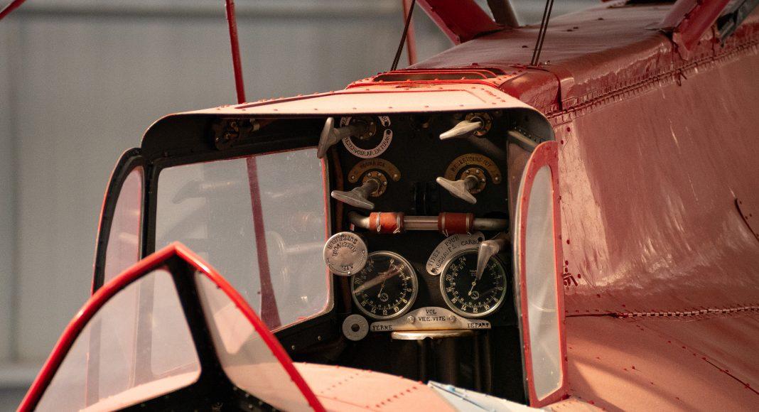 musee_air_espace_entre_guerre_cockpit_rouge