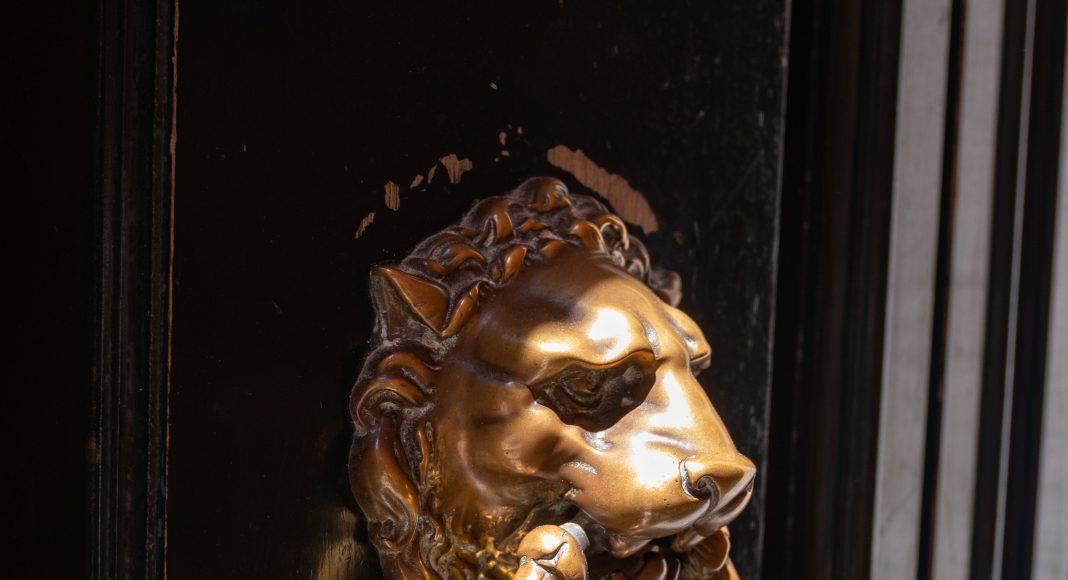 venise_lion_porte